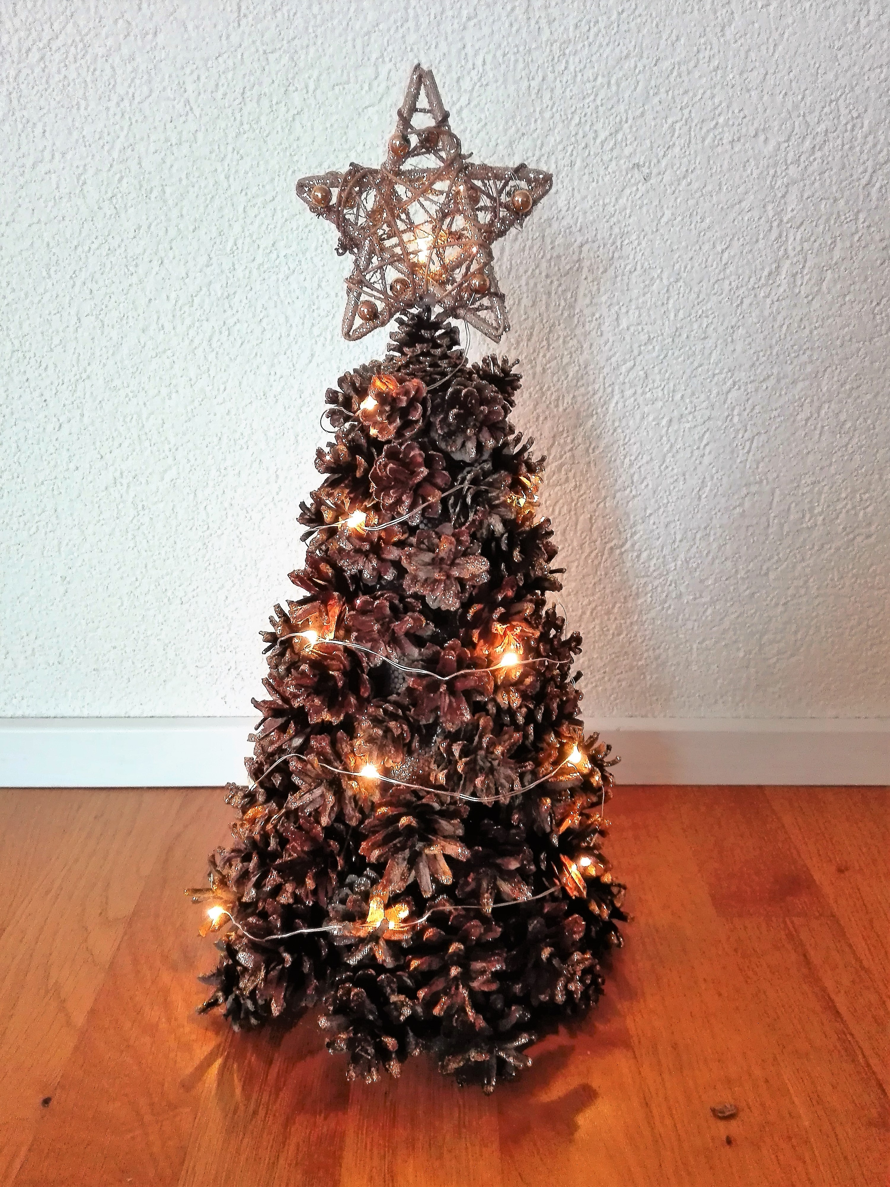 DIY: Lighted pinecone Christmas tree - Our Swiss experience